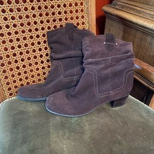 Brown Naturalizer boots with heel